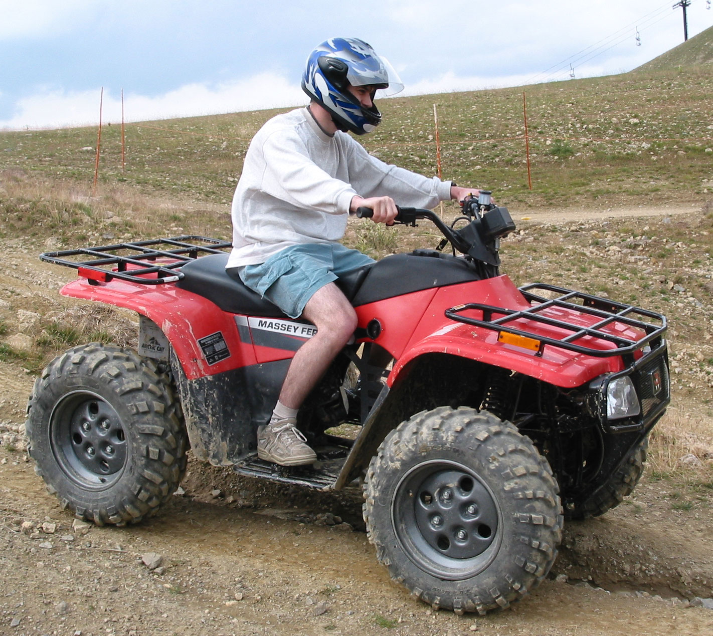http://perso.crans.org/~martin/Photos/sport/images/HQ/08_2003-08_Quad-casque.jpg